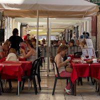 La reapertura en julio de numerosos establecimientos de hostelería hace que el paro baje en Ronda en 115 personas