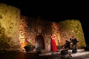 En el incomparable escenario del castillo.