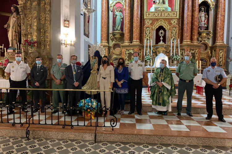 El Huerto entrega a la Policía Nacional una imagen restaurada del Santo Ángel Custodio como reconocimiento a su labor en la pandemia