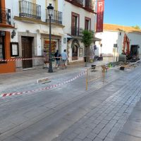 Comienzan los trabajos de reparación de los desperfectos localizados en el primer tramo de la calle Virgen de la Paz