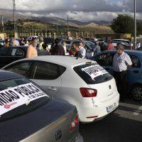 Vecinos de la comarca recorren Ronda en una caravana de coches para exigir mejoras en la sanidad