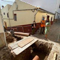 La Concejalía de Obras inicia los trabajos para solventar los problemas de saneamiento en calle Clavel, en Las Peñas