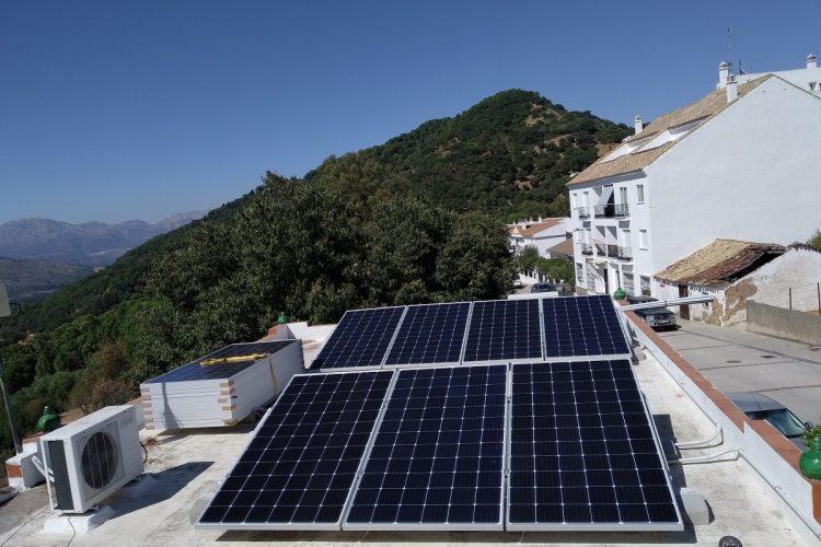 La Diputación pone en marcha en la Serranía de Ronda un proyecto piloto de ahorro de energía en edificios públicos
