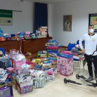 La Asociación Muay Thay 'Lum King KO' dona más de 300 juguetes para que todos los niños rondeños disfruten con los Reyes Magos