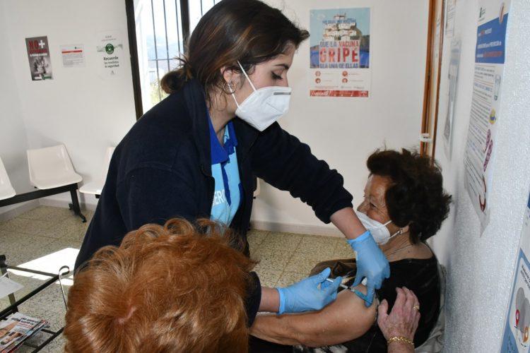 La Junta empezará el martes a administrar la tercera dosis de la vacuna Covid en las residencias de mayores