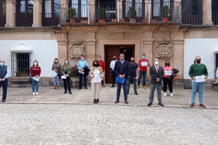 Comercio entrega los premios del concurso de escaparates de Semana Santa