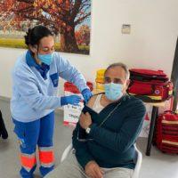 Andalucía quiere poner a la vez la tercera dosis de la vacuna anti Covid y la de la gripe a mayores de 65 años