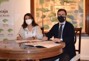 Firma del convenio entre Ayuntamiento y la Fundación Unicaja.