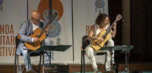 La música de la guitarra llenó la capilla de Santo Domingo. Foto Roberto 82.
