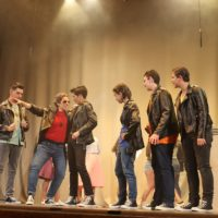 El Teatro Espinel recuerda el ambiente estudiantil de los 50 con el musical 'Grease'
