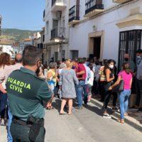 Vecinos de Arriate impiden el desalojo de su vivienda de una mujer de 84 años de edad