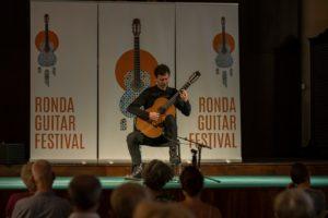 El guitarrista italiano Andrea Vettoretti. Foto Roberto 82.