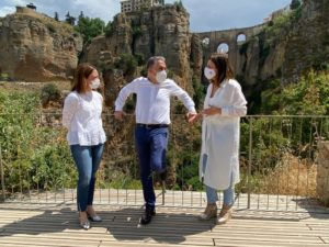 Bendodo con Fernández y Navarro en el Arco del Cristo.