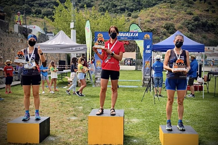 La corredora Susana Gutiérrez del Club Harman Trail Running, vencedora de la Absoluta Femenina en el CxM Igualeja