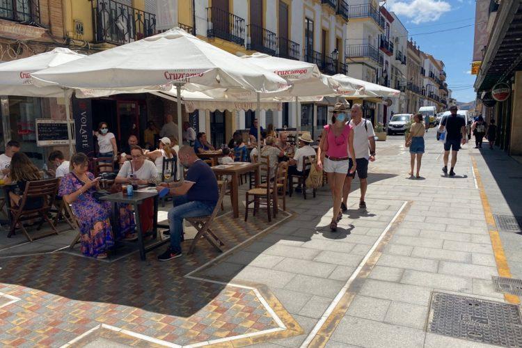 Andalucía es partidaria de pedir el certificado Covid para el interior de los establecimientos