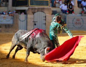 Los dos toreros del mano a mano salieron a hombros tras si gran actuación en la plaza de Ronda.