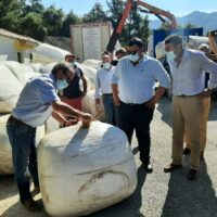 El Ayuntamiento de El Ejido y la empresa Frutilados donan 50.000 kilos de alimento para el ganado de Sierra Bermeja
